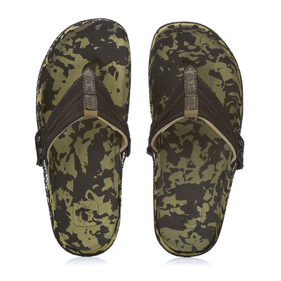 7c3fb59142b Rogue Mag Festivals. Who wears shoes at a festival  Air your toes with  these flip flops from Cushe