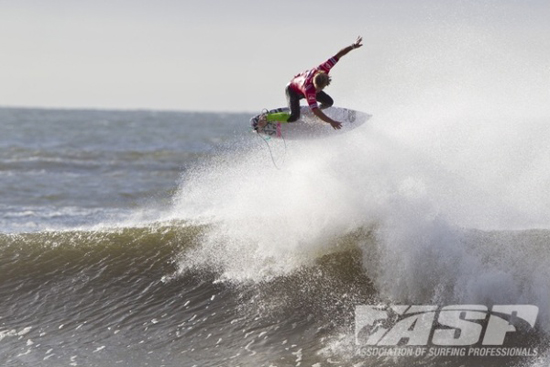 Rogue Mag Surf Quarterfinalists Decided for Quiksilver Pro New York in Pumping Long Beach