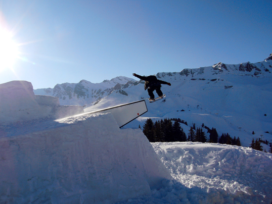 Rogue Mag Snow - Mike Steinhauser tearing up the slopes on the snowskate