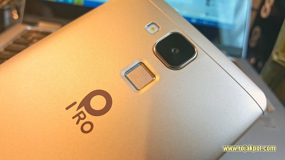 IPRO Sight Silver main camera, flash and fingerprint sensor