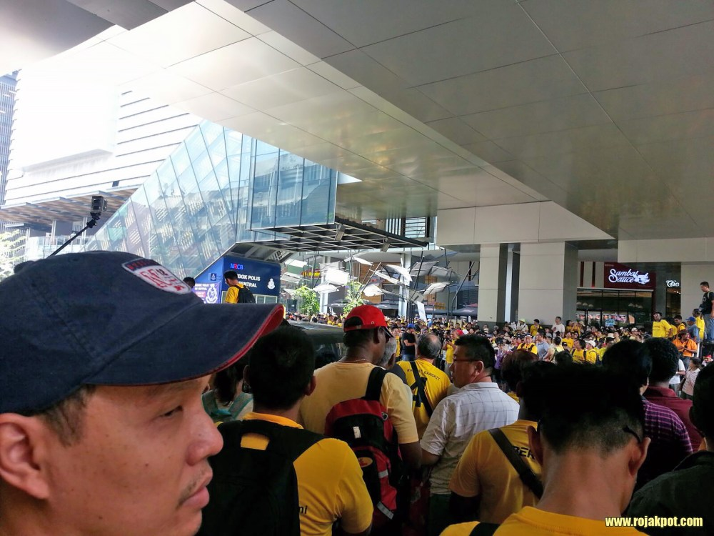 Bersih 4 Day 1 - Festive mood at KL Sentral