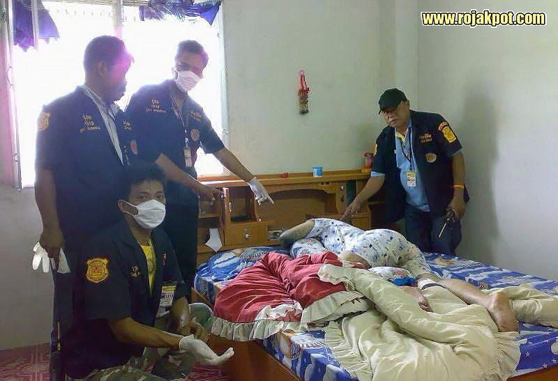 Thai forensics team with her body