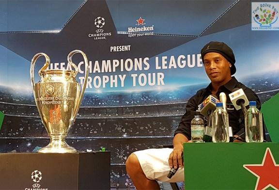 Ronaldinho @ The UEFA Champions League Trophy Tour!