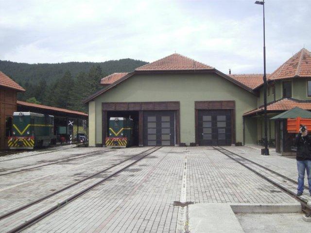 detalj sa železničke stanice odakle kreće voz nostalgija