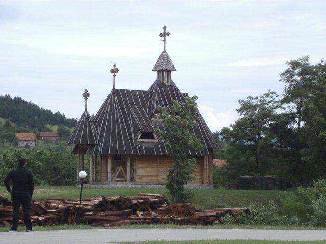 crkvica u pozadini stanice šargan vitasi