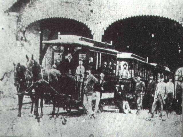"""""""Vatrene kočije"""" zapalile beogradsku kaldrmu: Tramvajem u budućnost"""