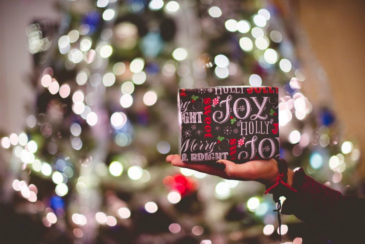 Vreme darivanja: Ko sve deli poklone za Novu godinu, sem Deda Mraza?