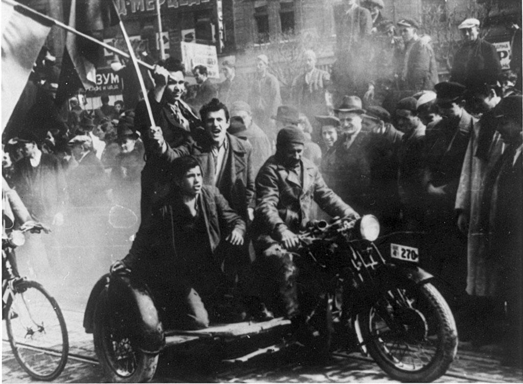 Pogrešno učena istorija o 27. martu: Srbija večito između čekića i nakovnja