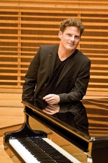 Oliver Schnyder (source: oliverschnyder.com; © Fotostudio Wolf)