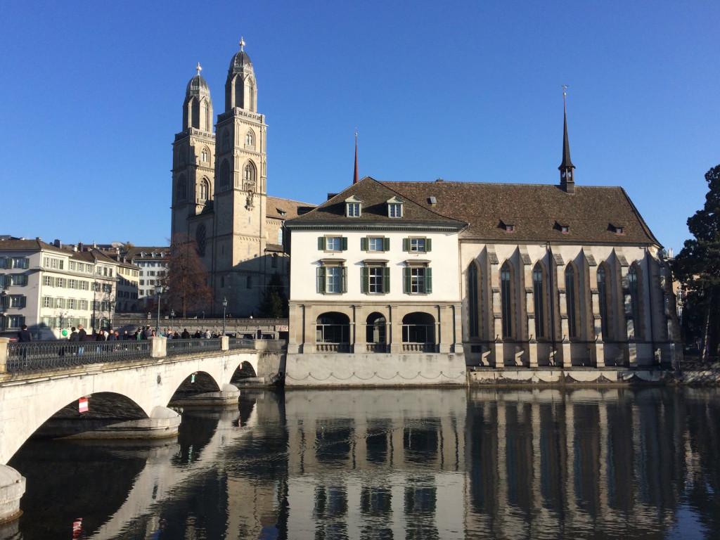 Zurich, Münsterbrücke, Wasserkirche / Helmhaus, Grossmünster, 2015-12-20, noon
