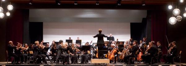 Julia Jones / Wuppertal Symphony Orchestra (© Rolf Kyburz)
