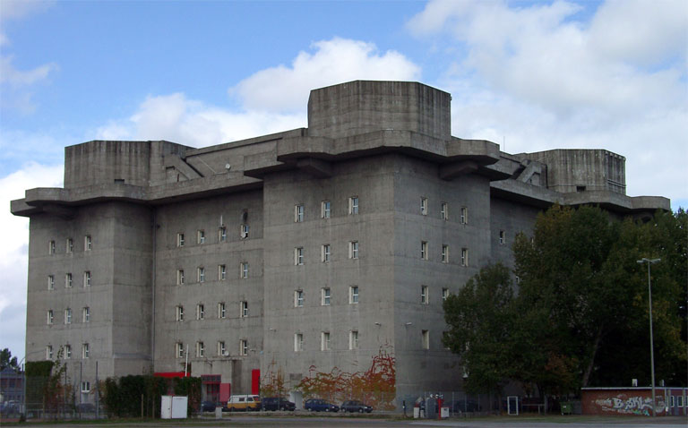 Hamburg, St.Pauli: Bunker (source: Wikimedia, author: KMJ; licensed under GFDL)
