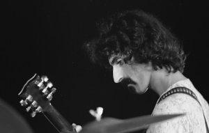 Frank Zappa (Jean-Luc, CC BY-SA 2.0 , via Wikimedia Commons)