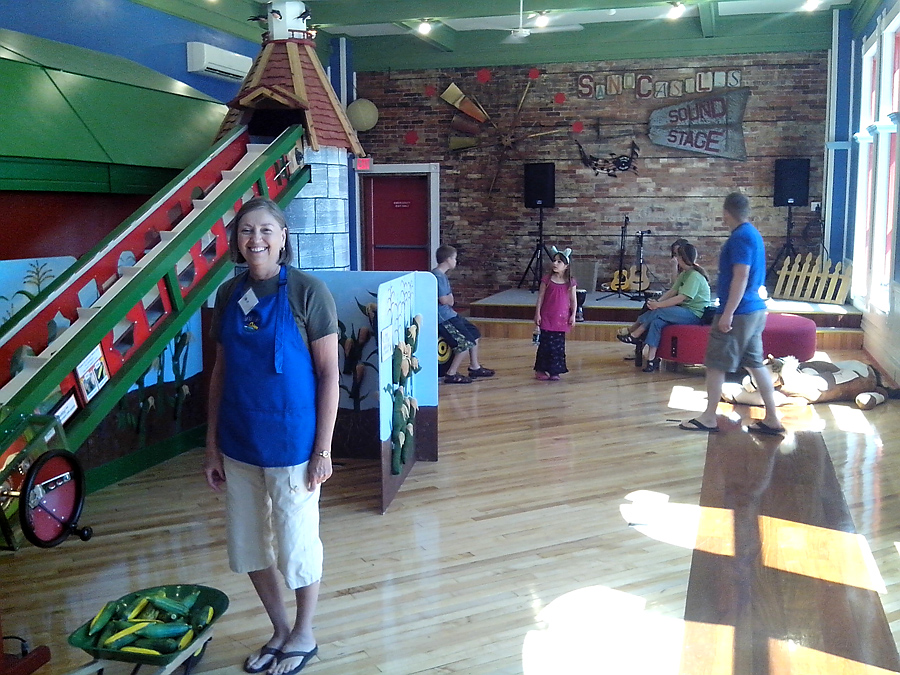 Sandcastles Children's Museum with volunteer Gig