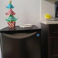 Kitchen Countertop Cover Home Depot Delta Faucets 冰箱买了 设想是放地下室孩子看电视玩游戏可以顺手从冰箱拿饮料喝 图 图可见高度比厨房台面低不少 谢谢大家 现在有谱了 准备一块木板 过了年定台面 让装台面的师傅把木板钉墙上并于台面对齐 木板不能太大 墙下面有插座不能盖 上