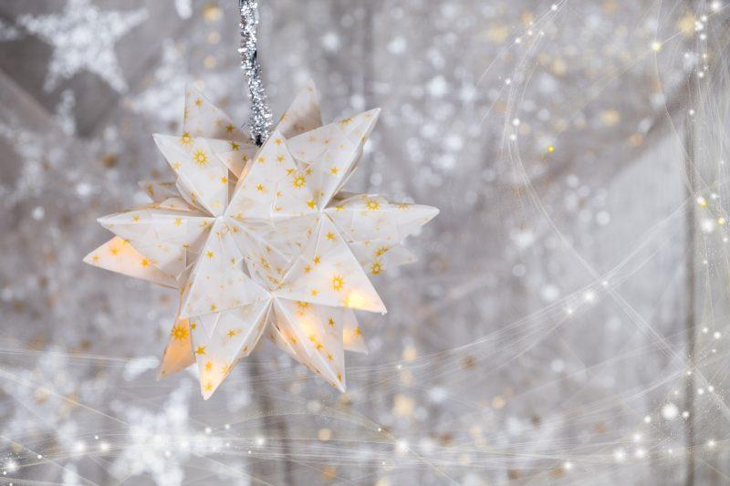 Decorazione Finestre Per Natale : Addobbi natalizi: 5 idee per decorare le finestre rolling mam@s