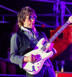 jeff beck performs in the uk 2016  [ 4534 x 3018 Pixel ]