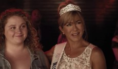"'Dumplin"" Trailer: See Jennifer Aniston as Former Beauty Queen"
