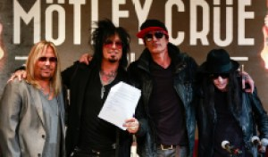 Flashback: Motley Crue Sign 'Cessation of Touring' Contract in 2014