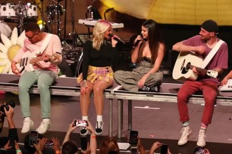 Julia Michaels and Selena Gomez Perform 'Anxiety' at Los Angeles Show