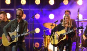 2019 CMA Awards: Sheryl Crow, Dierks Bentley Sing 'Me and Bobby McGee' for Kristofferson