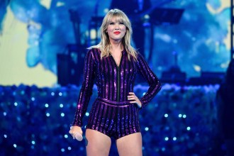 Taylor Swift Allowed to Perform Old Songs at AMAs, Says Former Label