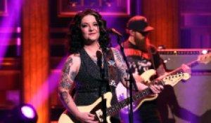 Ashley McBryde Sings Smoldering 'One Night Standards' on 'Fallon'