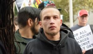 韦德·韦德,他是被逮捕的,而他的狱友,和泰勒·克拉克分手了