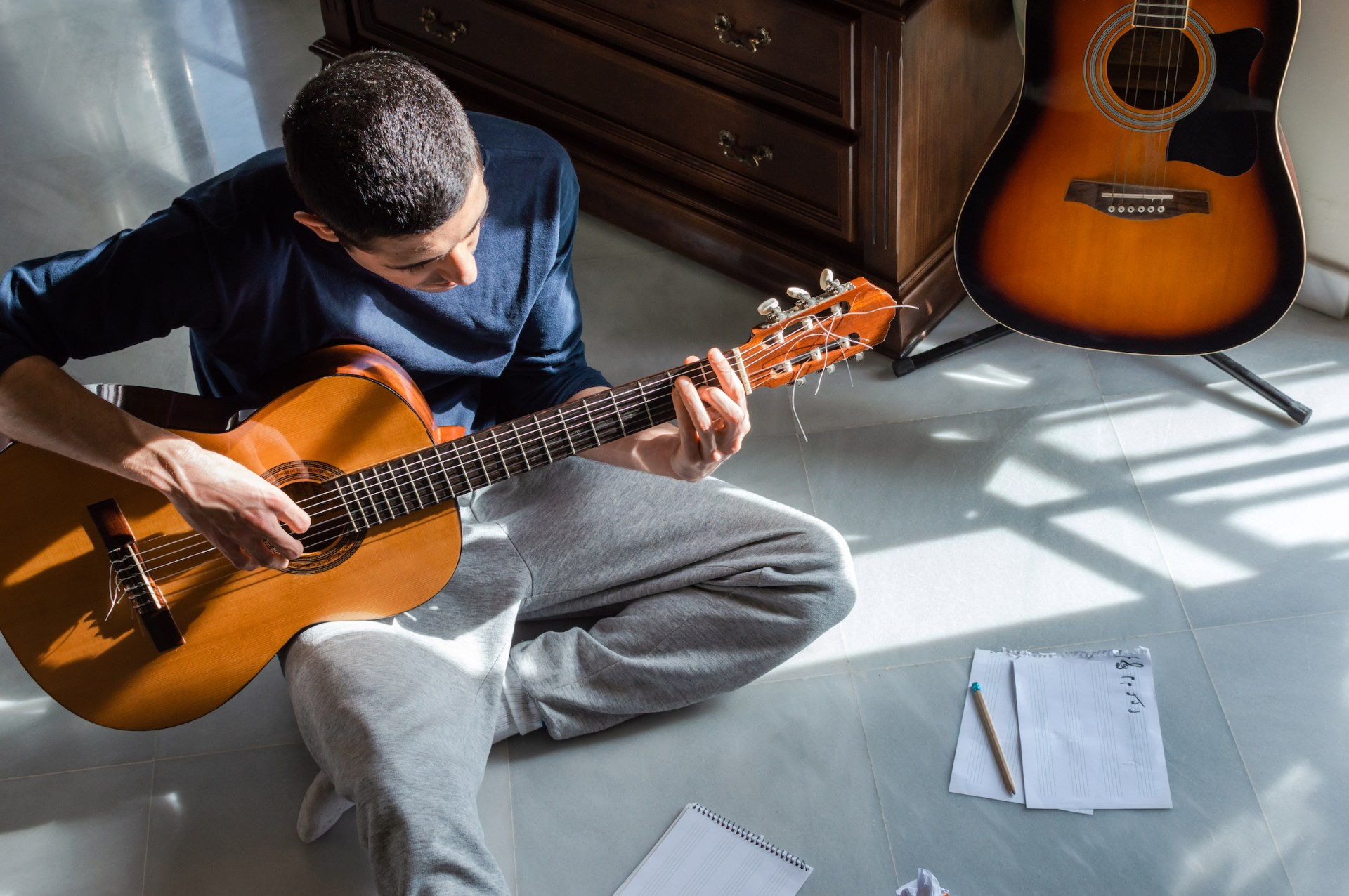 The Best Beginner Guitar Books 2020: Learn to Play Guitar Online ...