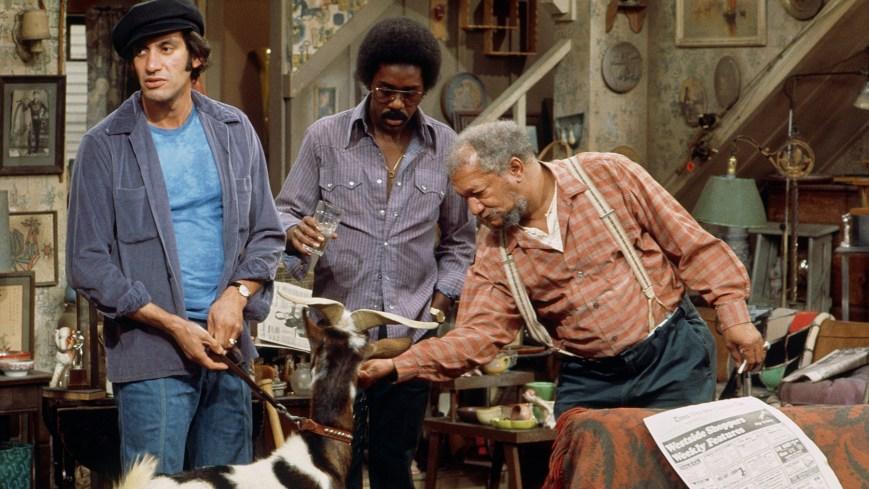 SANFORD AND SON, from left: Gregory Sierra, Demond Wilson, Redd Foxx, (1975), 1972-77. ph: John R. Hamilton/TV Guide/courtesy Everett Collection
