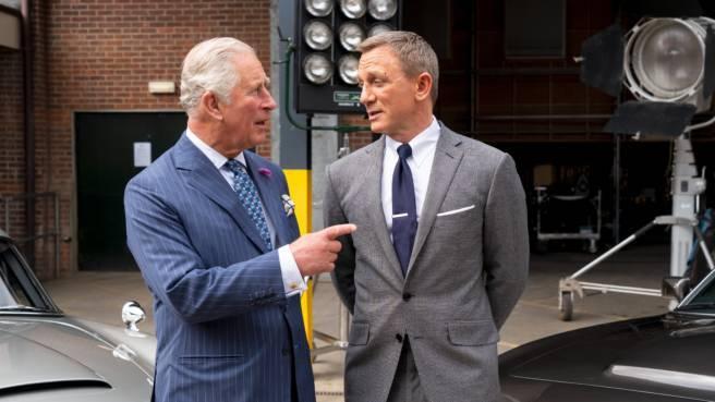 Prince Charles und Daniel Craig am Set des neuen James-Bond-Films