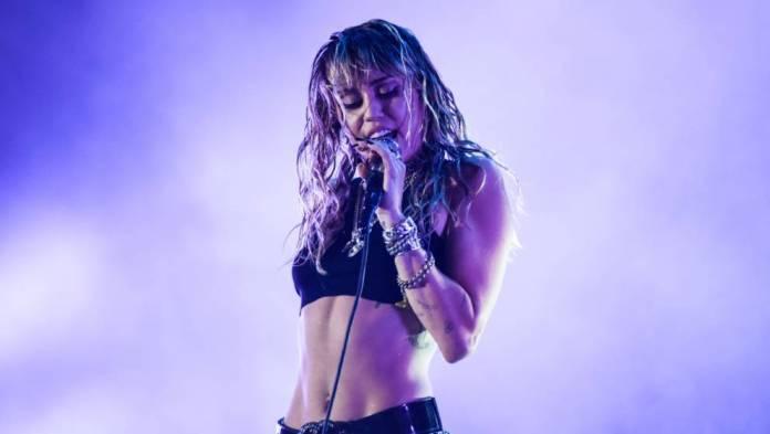 She's Single again: Miley Cyrus