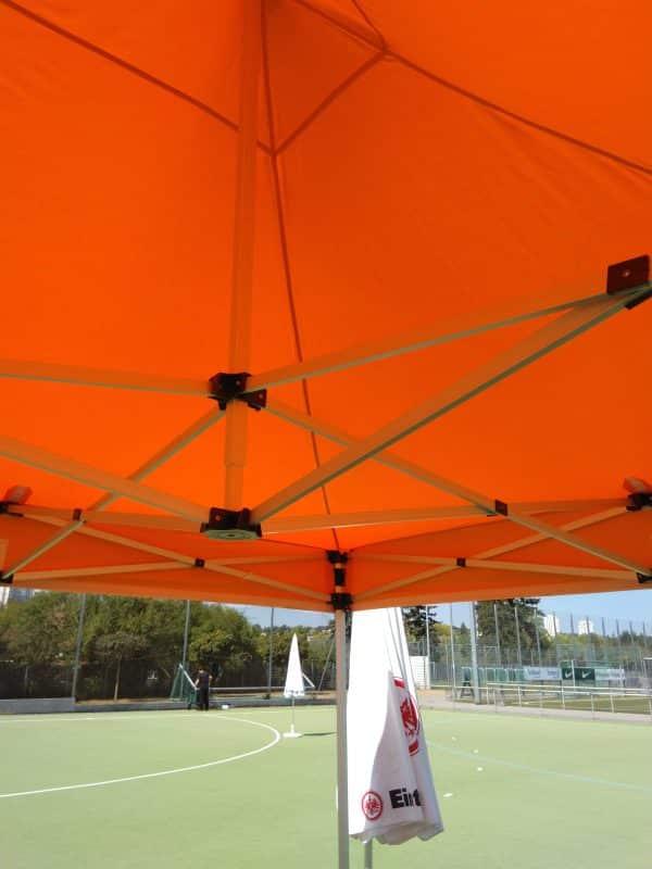 Pavillon orange Innenansicht