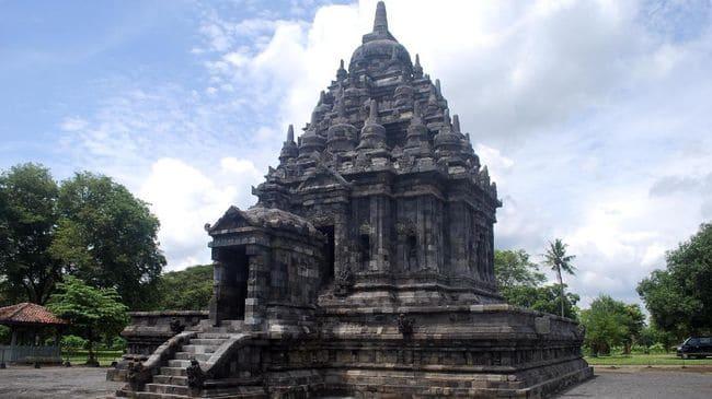 Kerajaan Kalingga (594 695 M)
