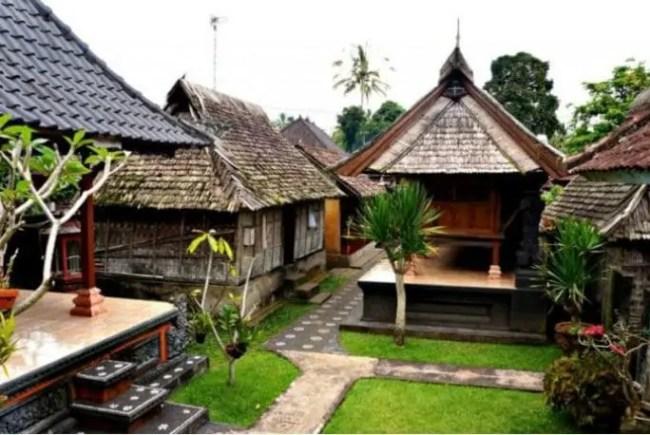 Pawaragen Pada Rumah Adat Bali