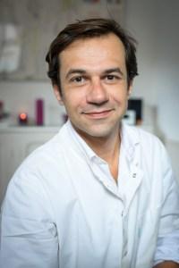 Romain DAGONET, praticien en Réflexologie, accueil du cabinet situé au 136 rue Perronet à Neuilly-sur-Seine
