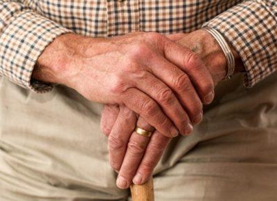 La réflexologie est un accompagnement précieux pour les personnes agées ou les malades médicalisés.