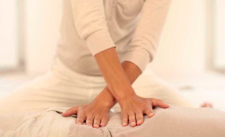 Le shiatsu, ou acupuncture sans aiguille, est un massage doux qui agit en profondeur sur les douleurs et réduit la fatigue.