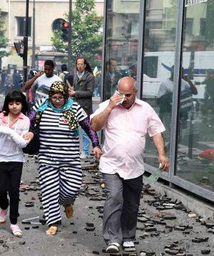 Devant l'hôpital Necker (Paris), le 14 juin. DOMINIQUE FAGET / AFP En savoir plus sur http://www.lemonde.fr/les-decodeurs/article/2016/06/15/degradations-a-l-hopital-necker-ce-qu-il-s-est-passe_4951016_4355770.html#uxhKOJ53vOw4YG3A.99