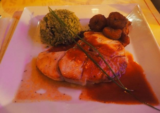 Havanita Café Paris Steack de requin à la plancha, sauce féroce