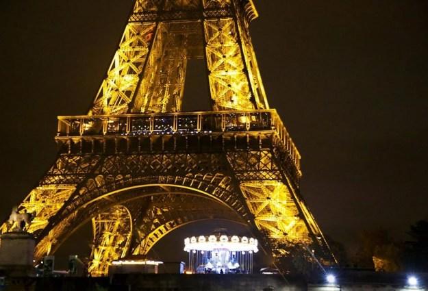 Illuminations Tour Eiffel de nuit croisière bateaux mouches sur la Seine