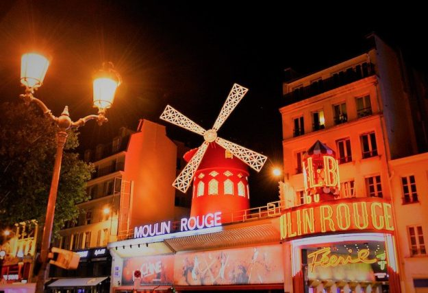 Moulin Rouge Façade nuit ©Moulin Rouge® - S.Bertrand