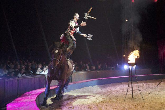 Stephan Gruss-Jonglage avec cheval-Quintessence2016-®Karim El Dib