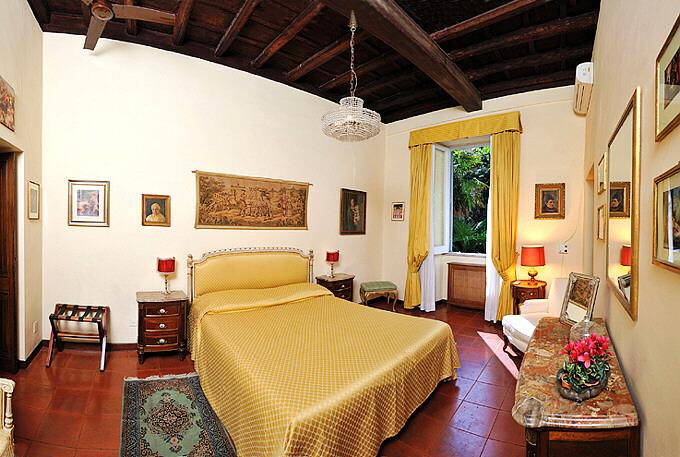 Rome Spanish Steps  Via della Croce  large three bedroom