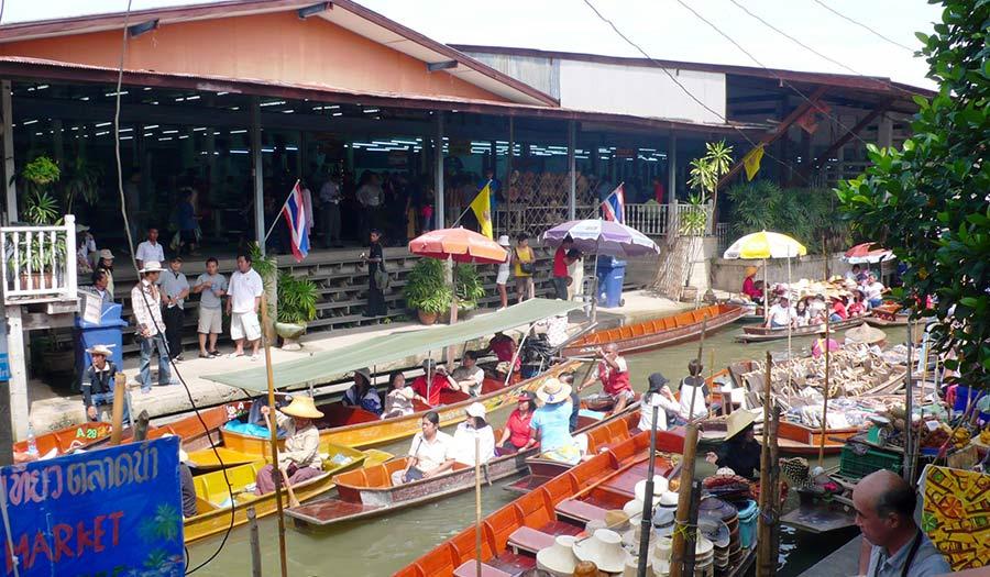 Bang Nam Pheung Floating Market in Bangkok