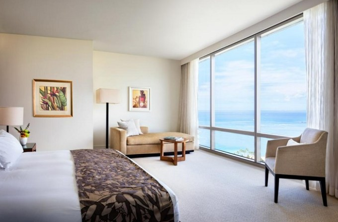 Romantic beachfront room in Trump International Hotel Waikiki, Honolulu