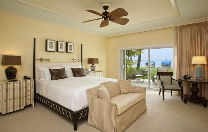 Romantic bedroom in The Kahala Hotel and Resort, Honolulu