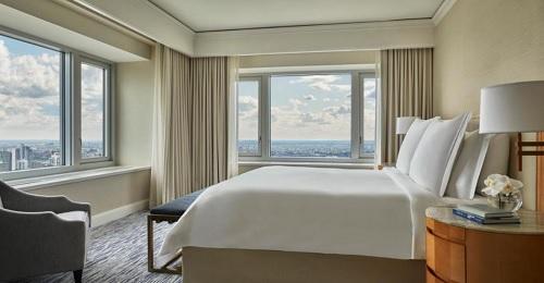 Romantic hotel room in Four Seasons Chicago