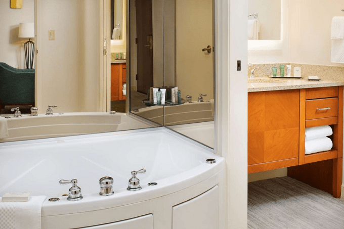 A bathroom with whirlpool tub in Hilton Atlanta Perimeter Suites