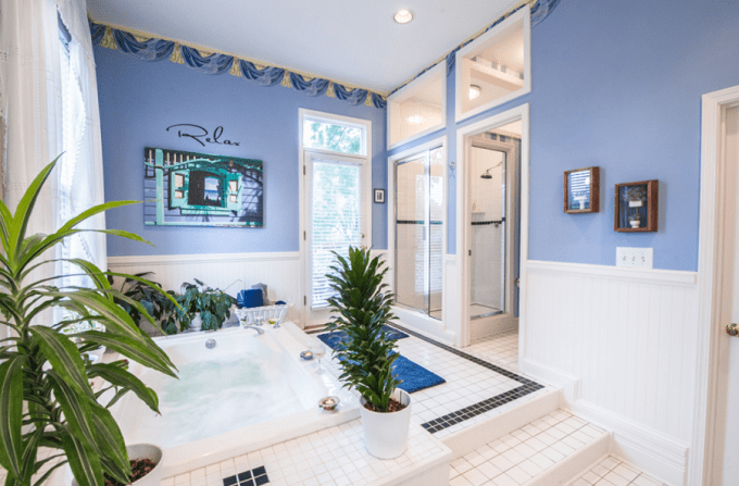 A suite with Jacuzzi in Sugar Magnolia Bed & Breakfast in Atlanta's Historic Inman Park Neighborhood